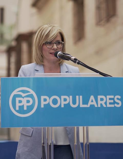 La candidata a la alcaldía por el Partido Popular de la Pobla de Vallbona, Mari Carmen Contelles, ha presentado a los integrantes de la candidatura.