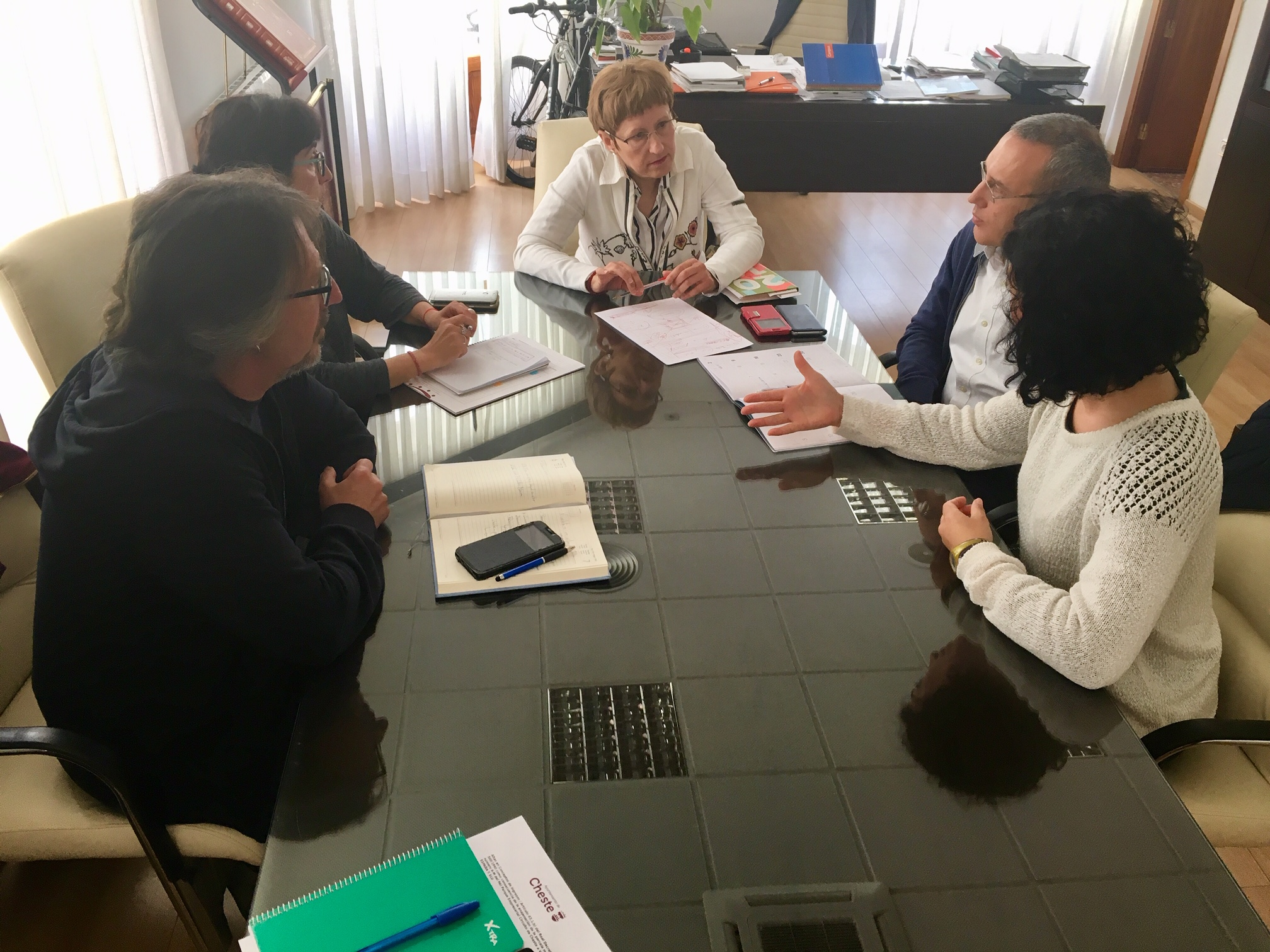 Reunión de la delegación de Cheste con la concejala Mª Ángeles Llorente.