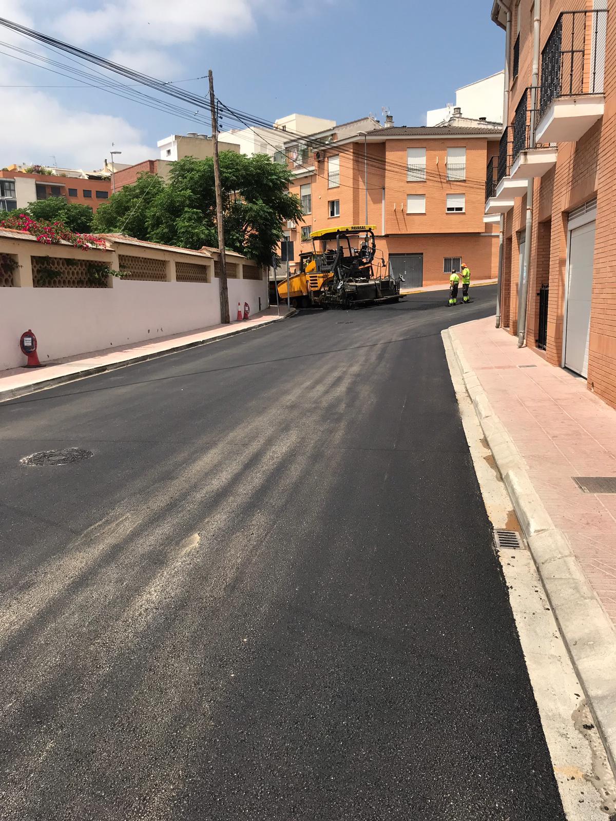 Buñol arranca la primera de las tres fases de asfaltados que mejorarán el firme de calles, badenes y caminos rurales.