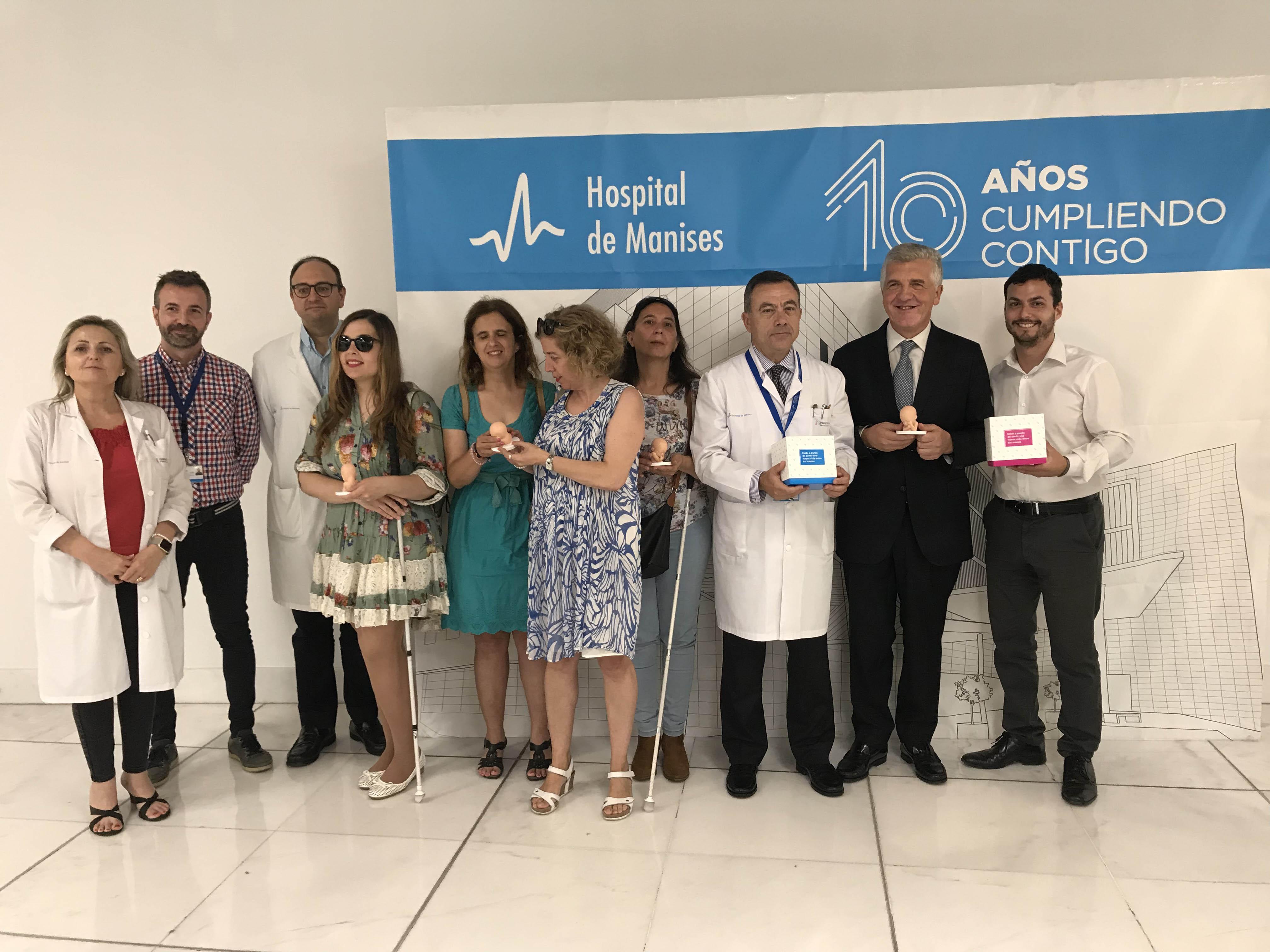 Grupo de responsables del Hospital de Manises y la ONCE durante la presentación del proyecto.