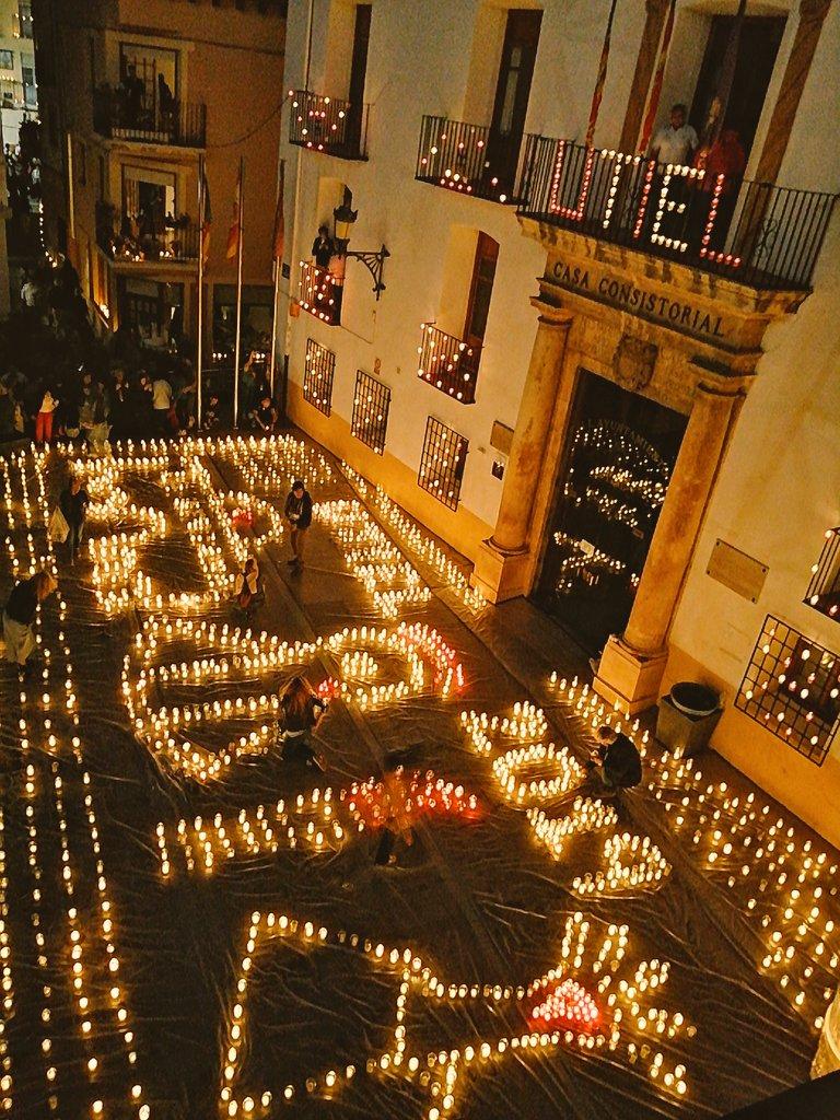Calles, plazas, museos, bodegas y diferentes espacios de Utiel acogieron diversidad de actividades a la luz de las velas.
