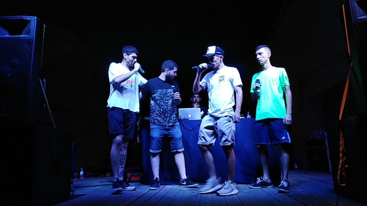 Jóvenes de Cheste disfrutan del Lil Fest con música, arte y graffitis.