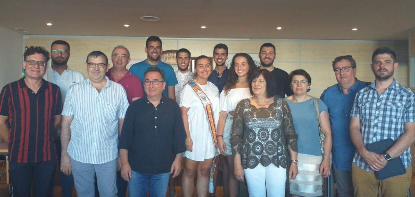 Al acto asistieron los representantes y directores de La Unión Musical y el CIM «Santa Cecilia», así como sus respectivas musas, Ángela Herrero y Clara Burriel, además de los representantes del gobierno local.