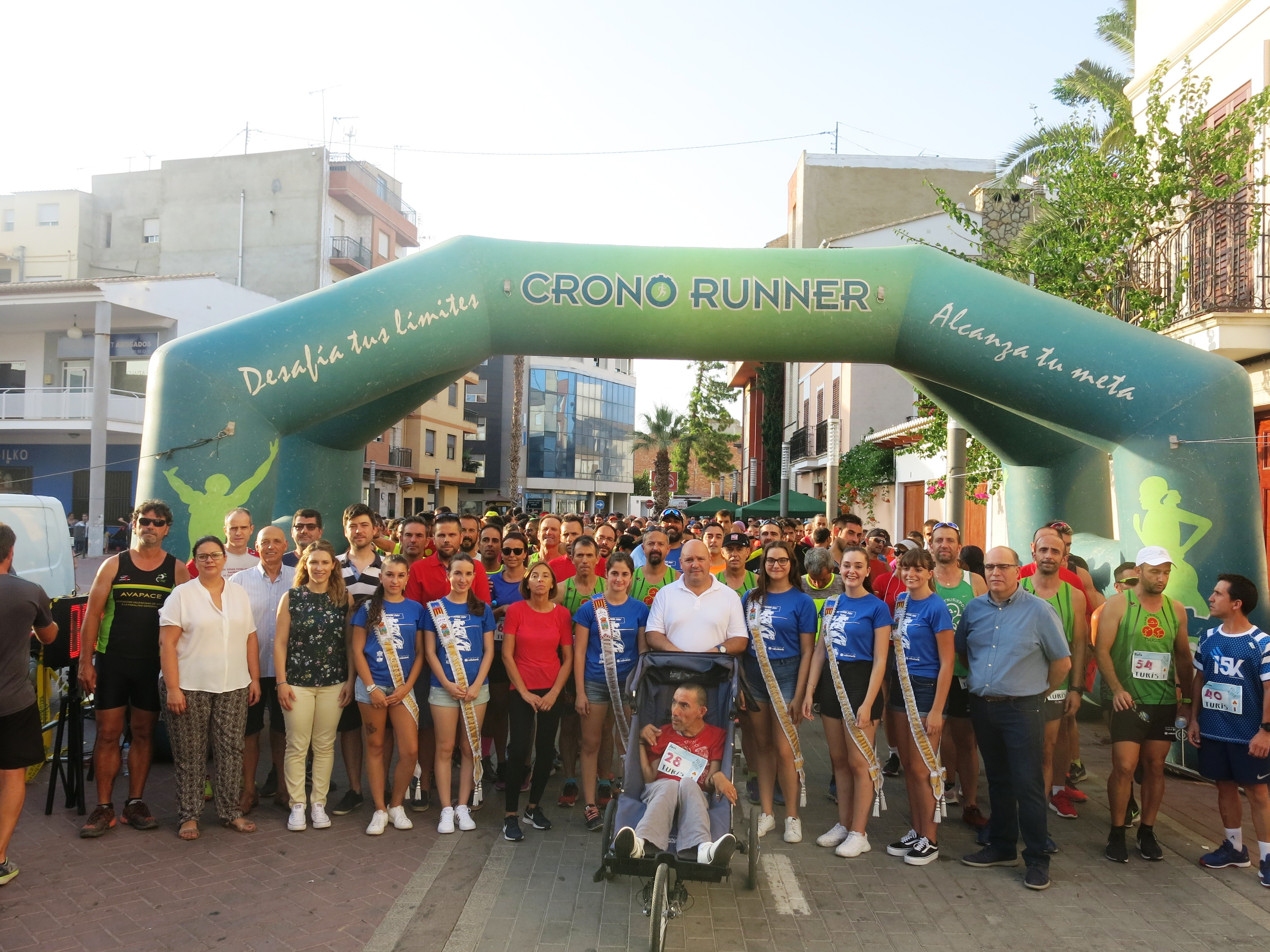 Alrededor de mil corredores y corredoras participaron en una tarde realmente calurosa en la que predominó el buen ambiente.