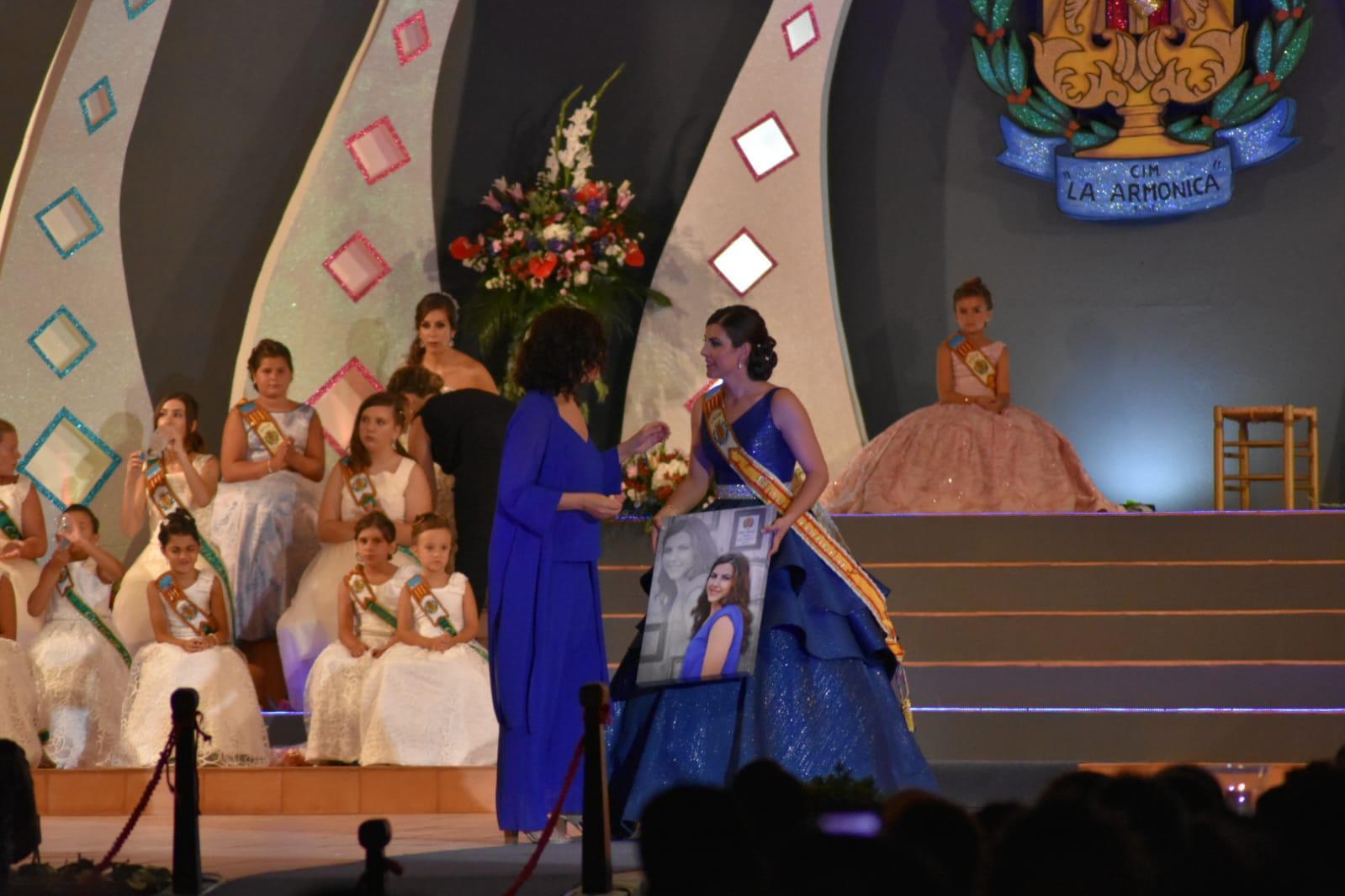 Rosana dejó el título de Miss Armónica en manos de Esther Furriol Ochea.