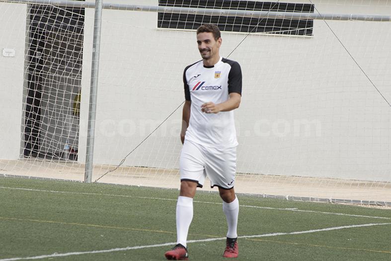 El jugador del CD Buñol, Óscar Pozo.