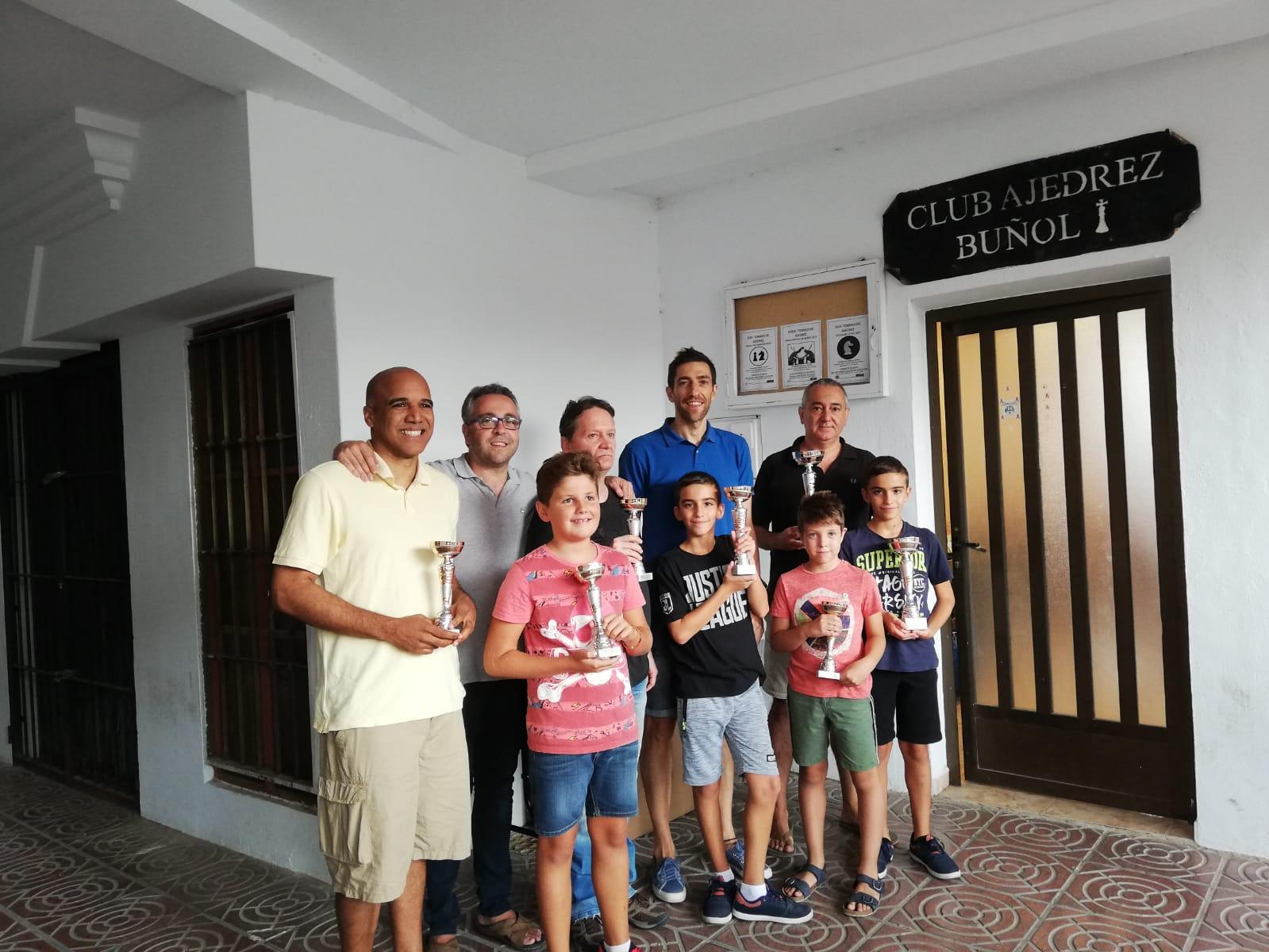 Els tres tornejos d'escacs disputats durant la Fira i Festes de Bunyol s'han congregat a 80 participants, que han disputat uns emocionants trofeus i han elevat el nivell d'un dels clàssics de l'esport a l'agost.
