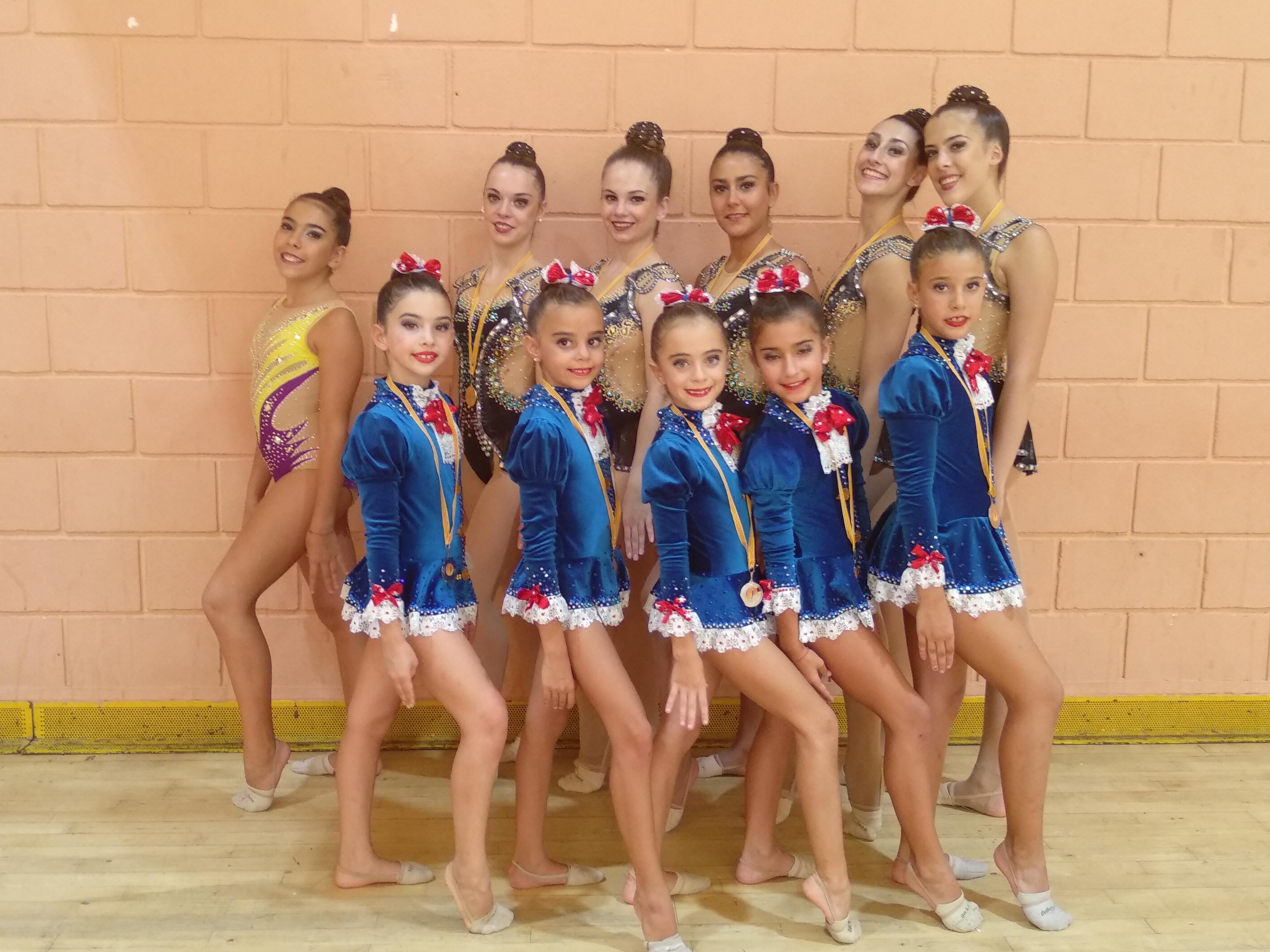 Las jóvenes gimnastas del club.