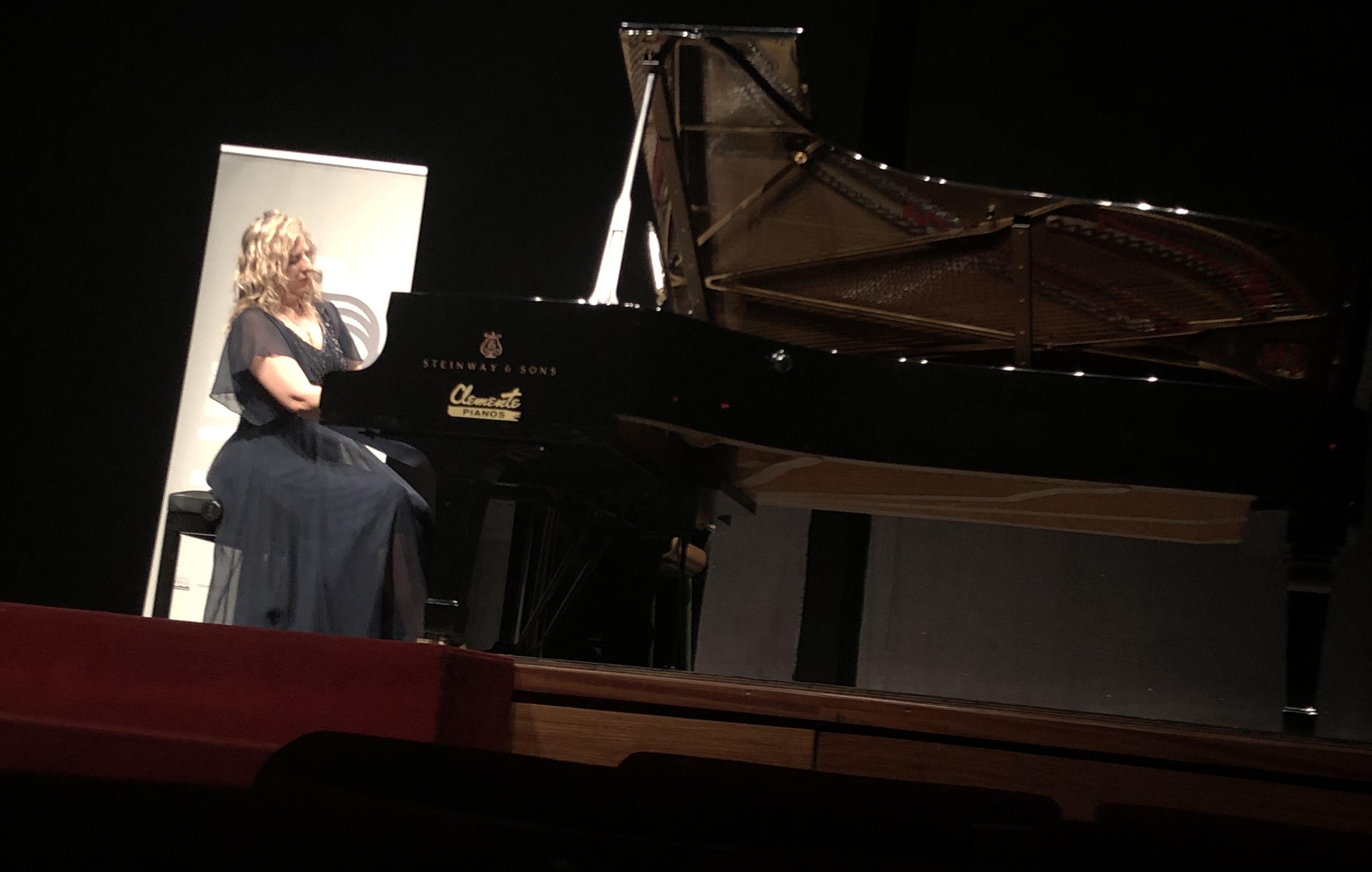 La programación de conciertos se inició en el Tac de Catarroja con la pianista Mariana Gurkova y la asistencia de la diputada de Comarcalización, Dolors Gimeno.