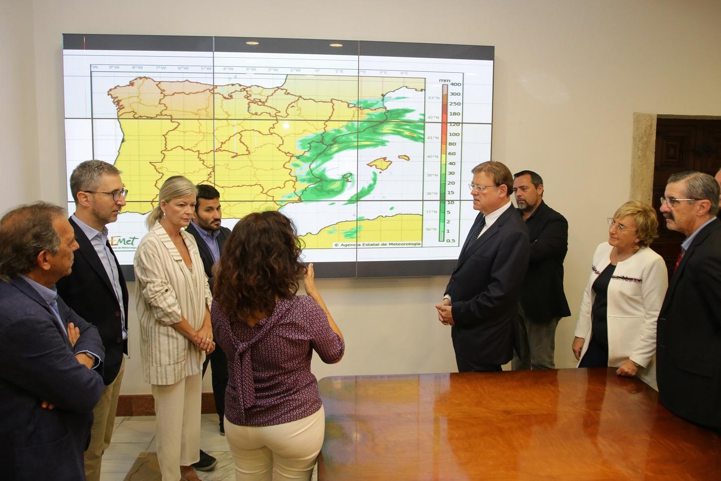 El president de la Generalitat ha mantenido una reunión para coordinar las actuaciones ante el temporal de lluvias con la asistencia de los titulares de Justicia e Interior, Educación, Sanidad y Política Territorial.