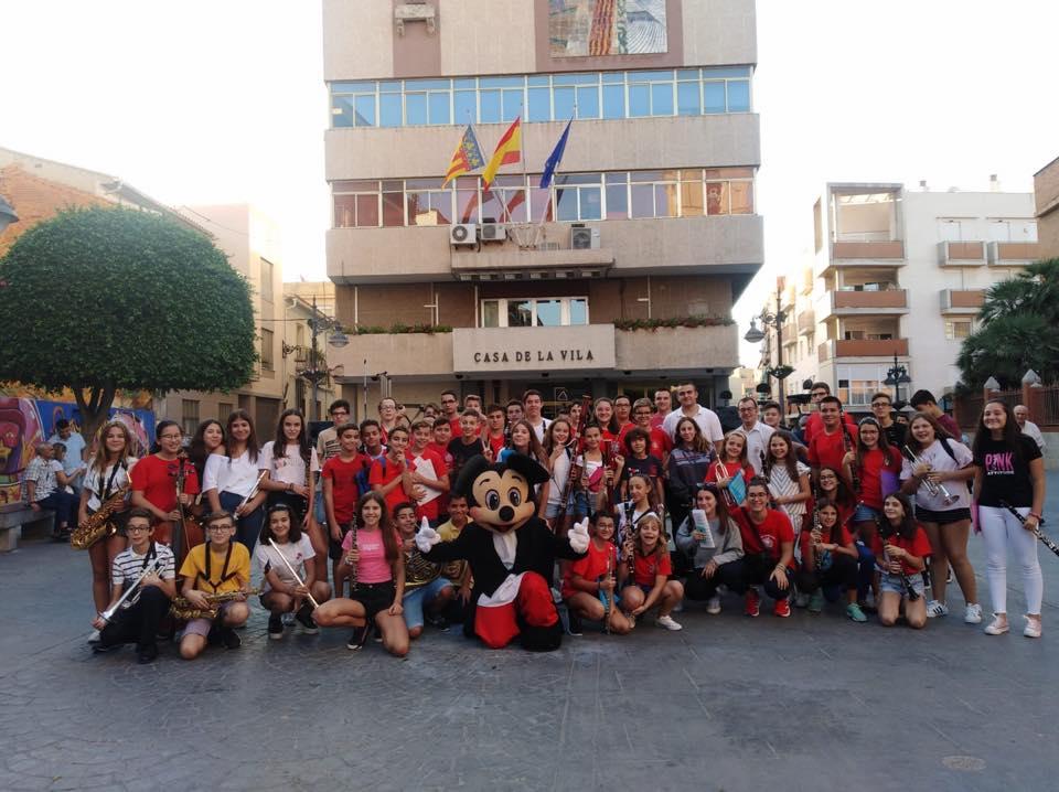 La Banda Juvenil de L'Artística va visitar al Centre Instructuvio Musical de Mislata.