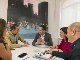 Robert Raga ha explicado a Carlos Fernández Bielsa los detalles del proyecto.