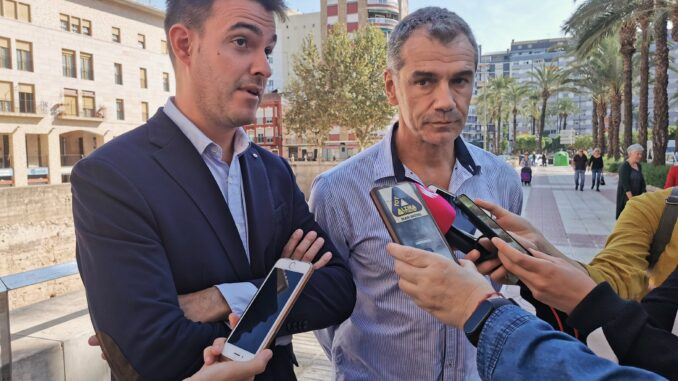 El síndic Toni Cantó con el portavoz local de Ciudadanos, Miguel Vidal .