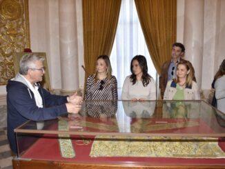 La cabeza de lista al Congreso y la portavoz popular, junto a los concejales del PP en el Real Monasterio de San Miguel de Llíria.