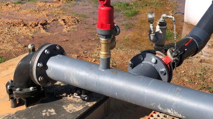 Desde esta mañana, la población está recibiendo el suministro de agua potable a través del nuevo sondeo.