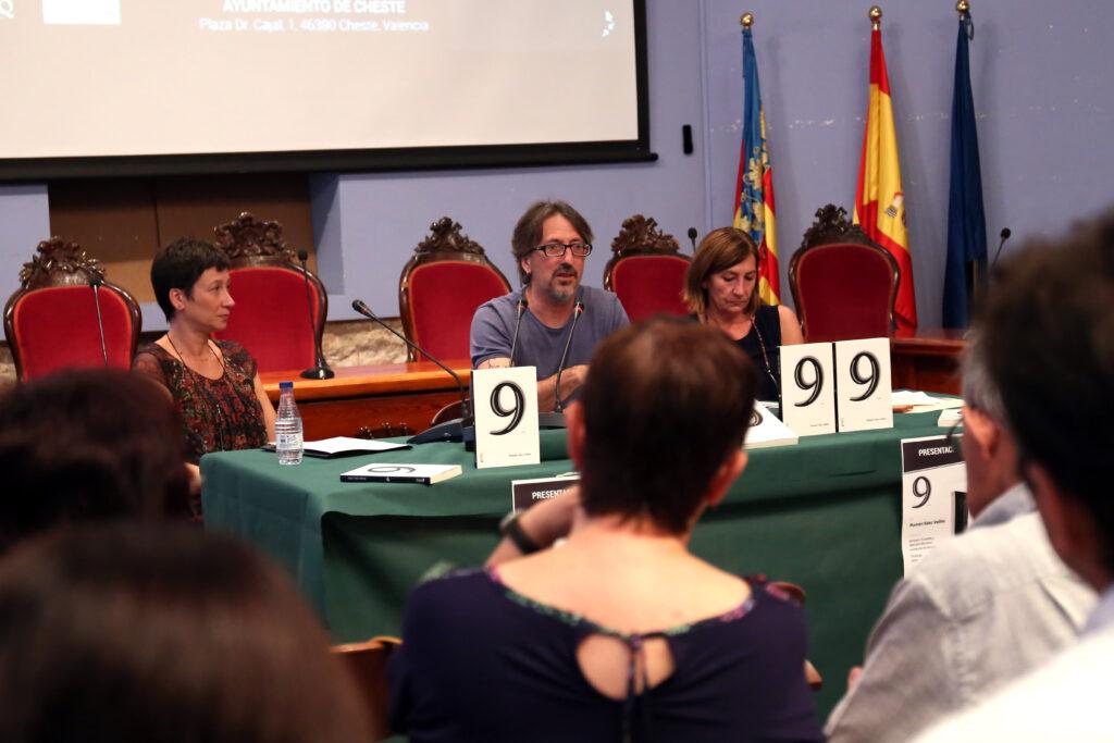 """Román Sáez presenta su libro """"9"""" en Cheste."""