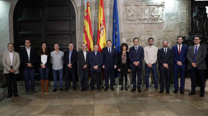Ximo Puig tras recibir en audiencia en el Palau de la Generalitat a representantes de los municipios nombrados Reserva de la Biosfera.