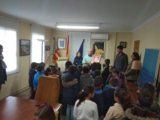 El alumnado de segundo de primaria del CEIP Joaquín Muñoz visita el Ayuntamiento de Turís para interesarse por su funcionamiento.