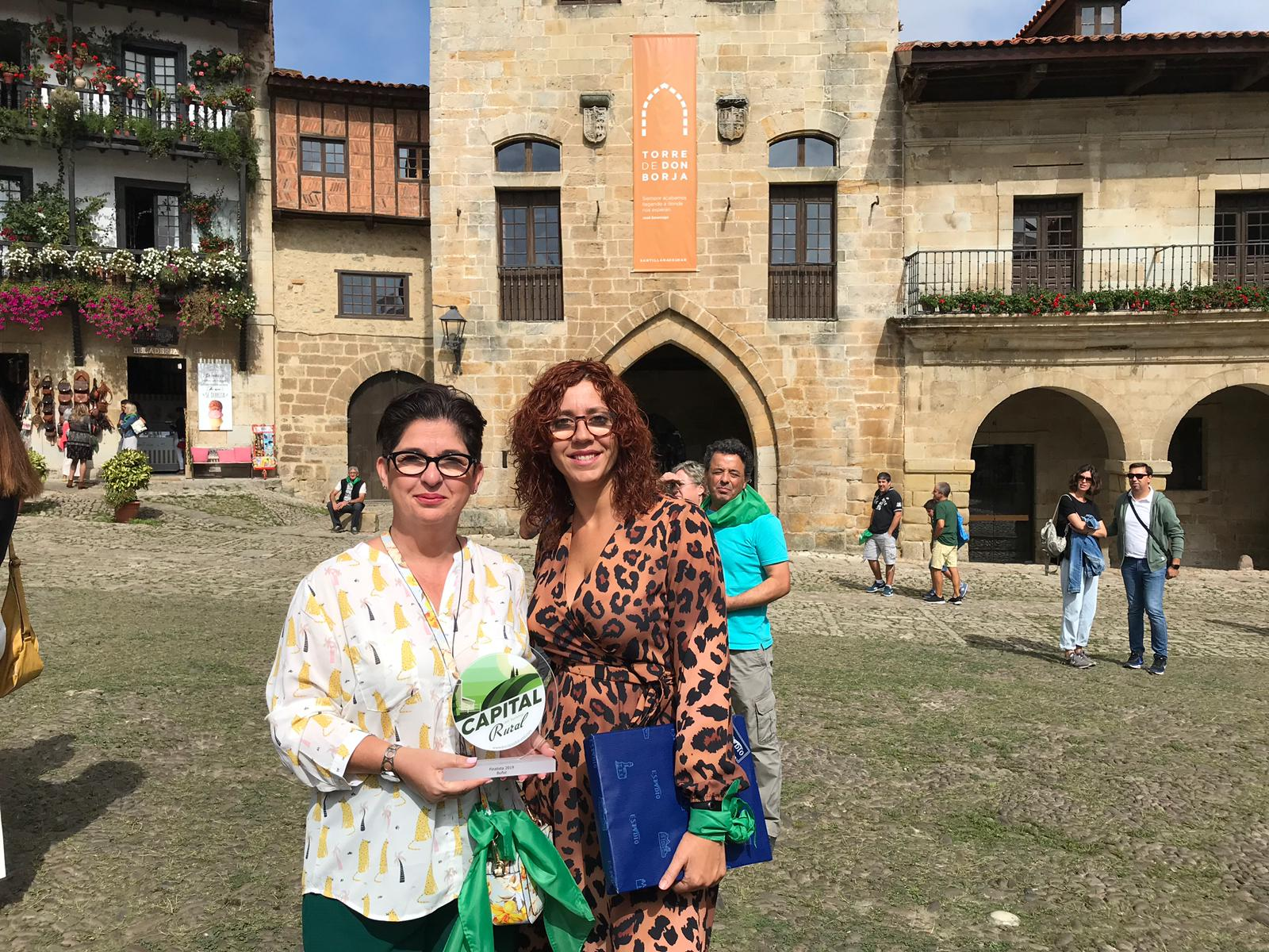 Juncal Carrascosa y María Vallés visitan Santillana del Mar.