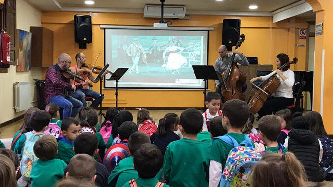 """Los alumnos de cinco años de los colegios públicos de Buñol visitan el Conservatorio Profesional """"San Rafael"""" de Buñol."""