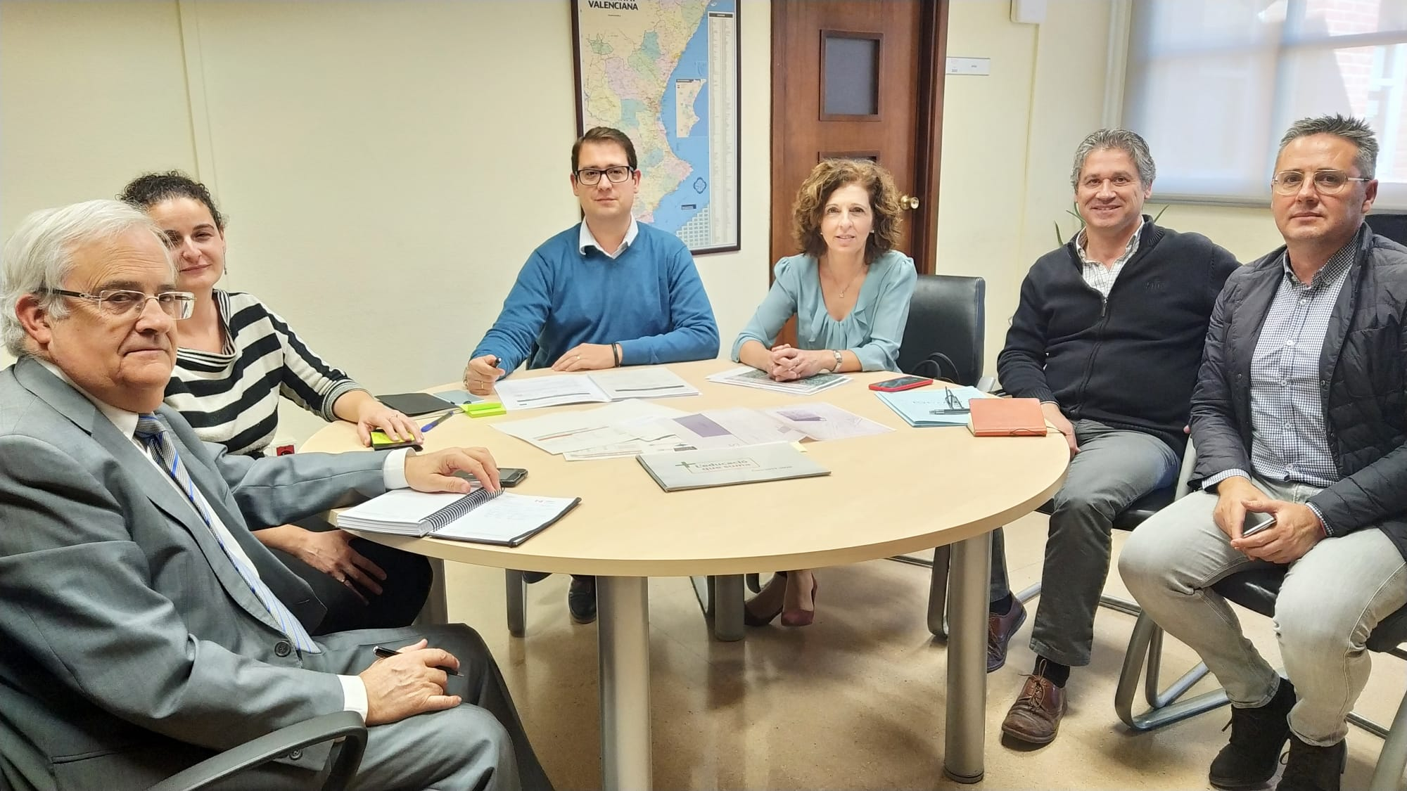 El director general de Infraestructuras Escolares, Víctor García, ha mantenido una reunión con la alcaldesa de Benicull, Maria Amparo Giner.