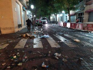 Los servicios de limpieza recogen 48.880 kg de basura en las calles de Cheste tras la celebración del Gran Premio de Motociclismo.
