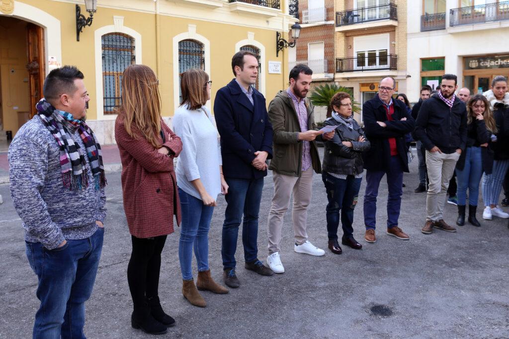 Autoridades locales concentradas con motivo del Día Internacional de la Eliminación de la Violencia Contra la Mujer
