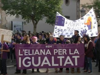El Auditorio Municipal acogió un acto al que siguieron una marcha, un minuto de silencio y la lectura de un manifiesto a las puertas del Ayuntamiento.