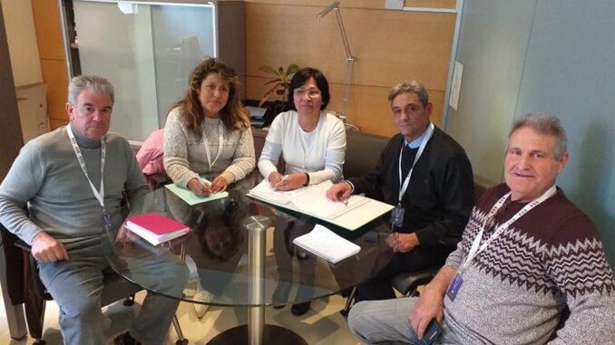 Irene Gómez se reunió ayer con representantes de la Plataforma Pro Hospital de La Hoya de Buñol-Chiva.