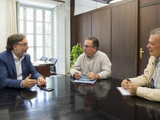 Andreu Salom con el alcalde Miguel Tórtola y el concejal Emilio García.