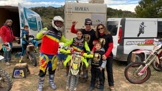 El joven piloto buñolense Vicente Galarza, campeón de 65 cc de Enduro Infantil de la Comunitat.