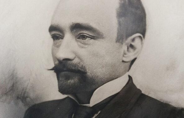 La escultura del ilustre historiador D. Miguel Ballesteros Viana presidirá la plaza del Ayuntamiento de Utiel.