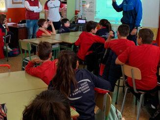 El Ayuntamiento de Vilamarxant promociona la pilota valenciana a través de un programa en colegios.