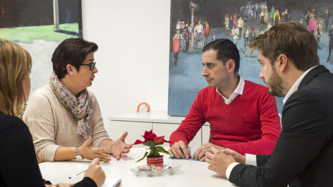 Carlos Fernández Bielsa con Juncal Carrascosa y Rafa Pérez.