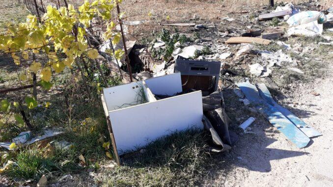 Cheste ha procedido a limpiar los vertederos incontrolados del término municipal.