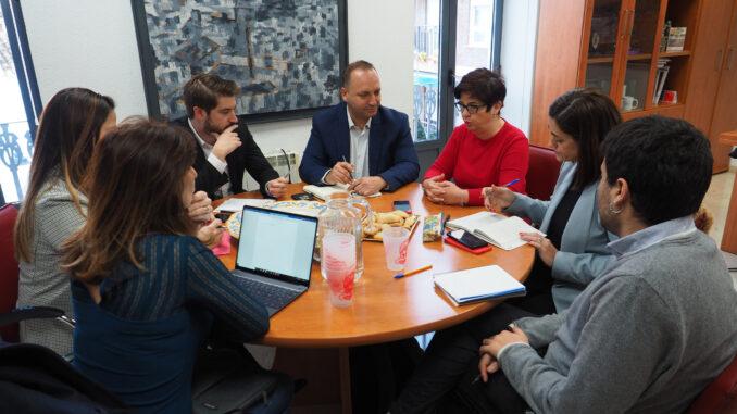 El vicepresidente y conseller de Vivienda y Arquitectura Bioclimática visita también Buñol junto a la secretaria autonómica