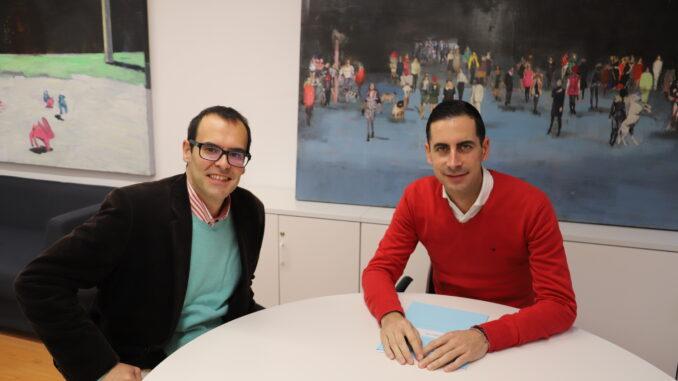 El diputado Carlos Fernández Bielsa con el alcalde de Chulilla, Vicente Polo.