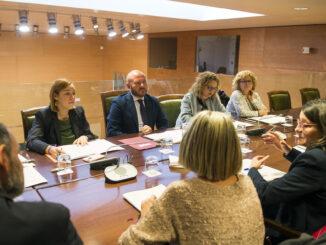 Gaspar se ha reunido con la consellera de Igualdad y Políticas Inclusivas, Mónica Oltra, en una mesa técnica en la que han participado las diputadas Pilar Sarrión, Empar Folgado, Eli García y Dolors Gimeno.