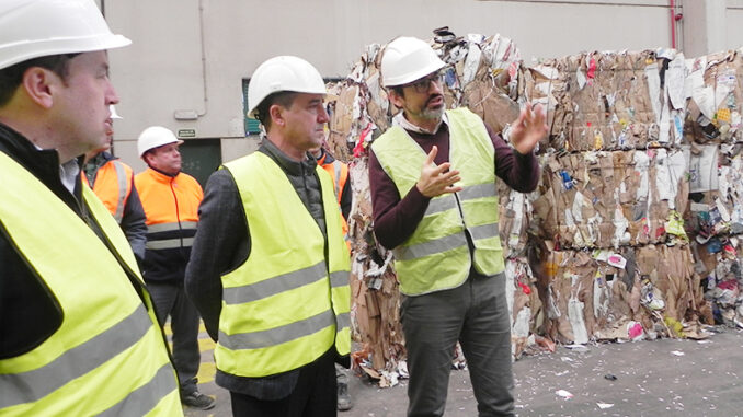 El presidente del Consorcio Valencia Interior, Robert Raga, visita las instalaciones donde se gestionan los residuos de las cinco comarcas del interior de la provincia de València.