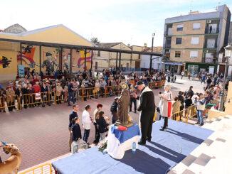 Cheste celebra San Antón con la tradicional hoguera y la bendición de animales.