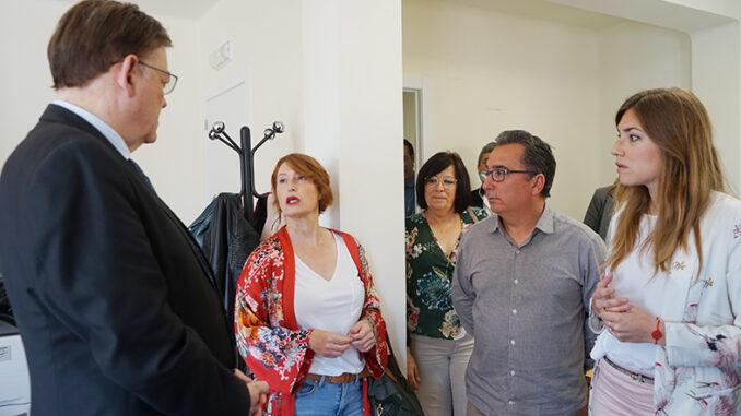 Ximo Puig durante su visita al centro Mujer Rural en Yátova.